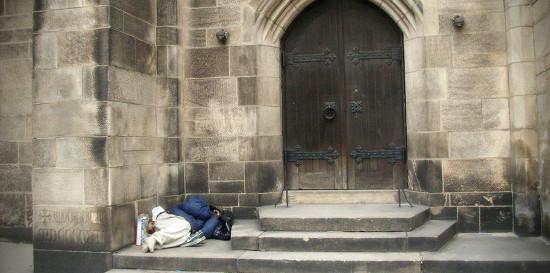 senzatetto-chiesa