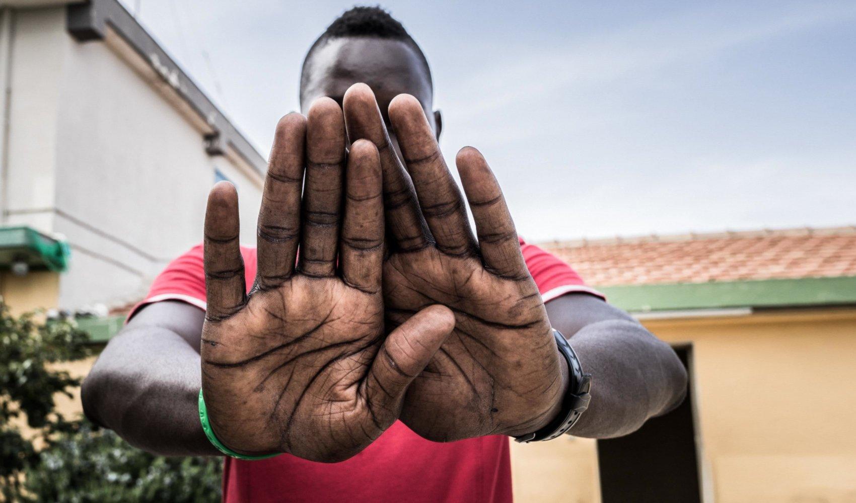 migrant-hands2